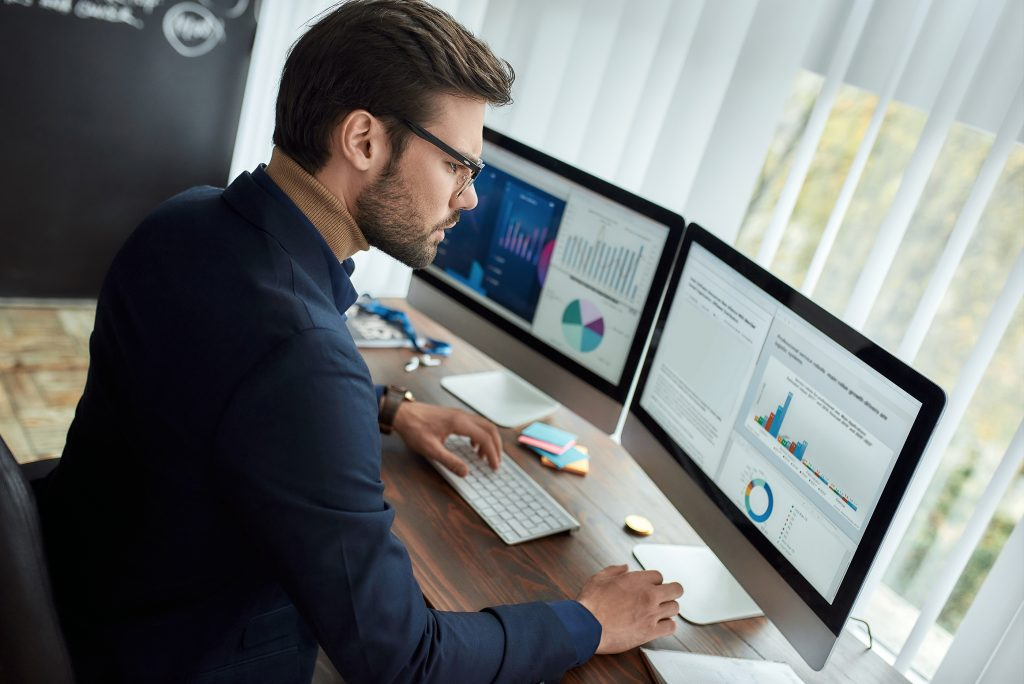 Why Every Employee Workstation Should Be Using 2 Monitors